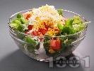 Рецепта Испанска зелена салата с маруля, домати, царевица, яйца и сос от майонеза, кисело мляко и лимон